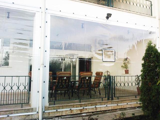 prelata-transparenta-cu-capse-si-bride-terasa-balcon-foisor